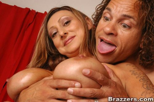 Mature babe Etalia Belle gives a titjob with her huge boobs
