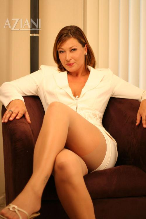 Sexy mature business woman masturbates while wearing sheer panthose