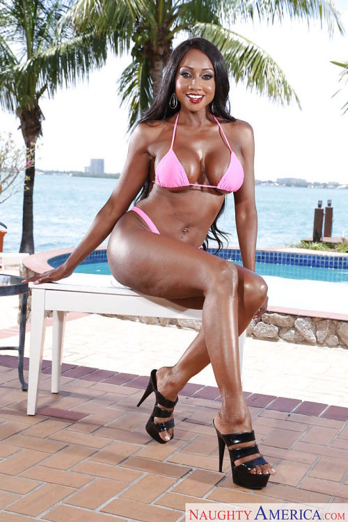 Stunning ebony wife Diamond Jackson has a body that drives men wild