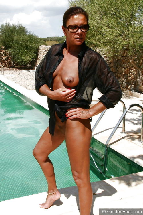 Aged UK woman Lady Sarah showing off bald pussy in swimming pool